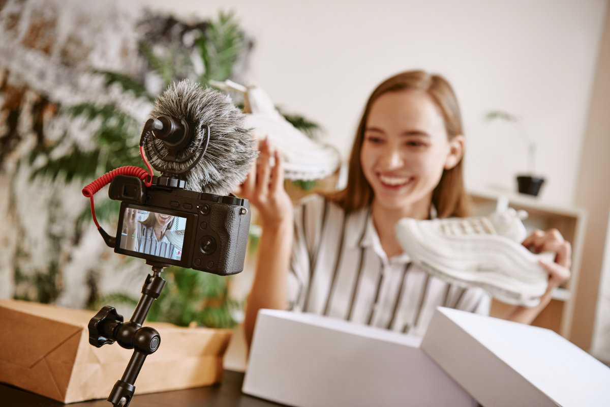 Instagram seller creating video