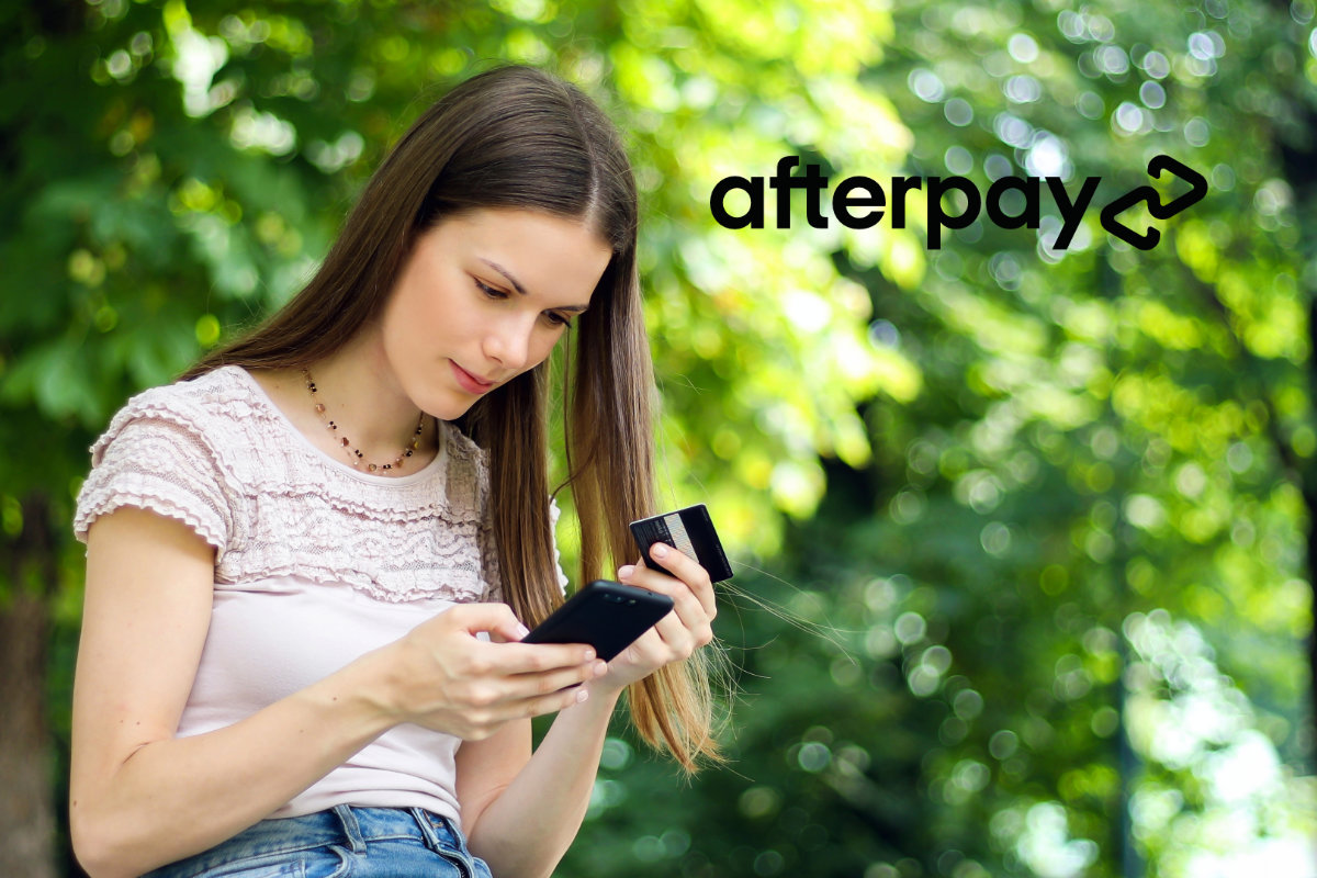 Young woman shopping on smartphone with credit card - Afterpay logo