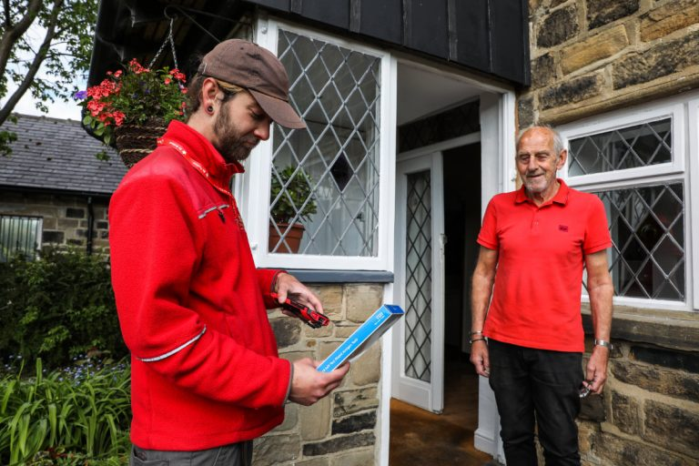 Royal Mail Rolling Out New User-Friendly Handheld Devices for a Better Delivery Experience